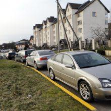 Karių automobiliai paralyžiuoja eismą?