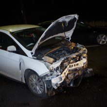 Leidžiantis Parodos kalnu – stipri avarija, nukentėjo du žmonės