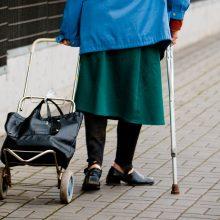 Apklausa: lietuviai mažiau tiki pensijų sistema, lėšomis senatvei rūpinasi patys