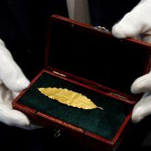 Aukso lapelis iš Napoleono karūnos parduotas už 625 tūkst. eurų