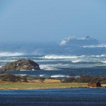Prie Norvegijos krantų įstrigęs kruizinis laivas bus nutemptas į uostą