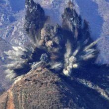 Šiaurės Korėja susprogdino 10 pasienio postų