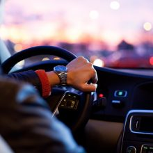Teisę vairuoti atgaus greičiau: automobilyje reikės įsirengti alkobloką
