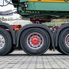 Kodėl didžioji dalis sunkiojo transporto yra varoma tik galiniais ratais?