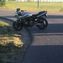 """Per """"Mercedes"""" ir motociklo avariją nukentėjo motociklininkas"""