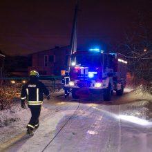 Vilijampolėje ligonį vežusiam medikų automobiliui prireikė ugniagesių pagalbos