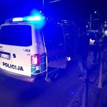 Pilietiškų kauniečių dėka policija sulaikė pavojingai manevravusį neblaivų vairuotoją