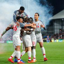 """Įtemptas vakaras Londone: abejotinas baudinys, išvarymas ir """"Liverpool"""" pergalė"""