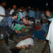 Šiaurės Indijoje traukinys mirtinai sužalojo daugiau kaip 50 žmonių