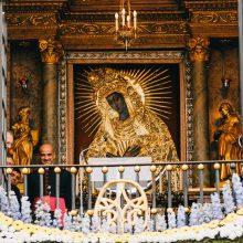 Aušros Vartų Marijai – karūna iš žmonių suaukoto aukso