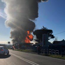 Italija: per sprogimą degalinėje žuvo du žmonės, dar keliolika nukentėjo