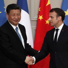 """Prancūzija pasirašo sutartis su Kinija, tačiau atmeta """"Šilko kelio"""" projektą"""