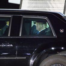 D. Trumpas atvyko į Singapūrą istorinio vizito su Šiaurės Korėjos lyderiu