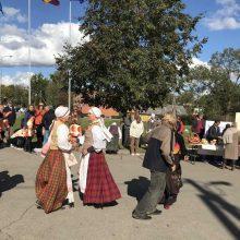 Babtų bendruomenę sušildė obuolienės aromatas ir liaudiškos melodijos