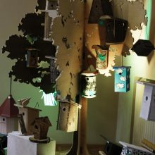 Sostinės moksleiviai meistravo inkilus