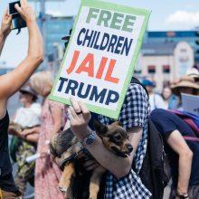 Pasitinka D. Trumpą ir V. Putiną: kūdikis vyro veidu susitiks su šnipu blogiečiu