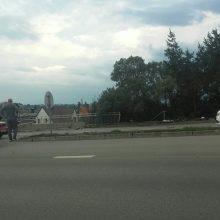 """Avarija Kaune: į stulpą rėžėsi """"Volkswagen"""", vairuotoja išvežta į Klinikas"""