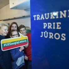 Į pajūrį šimtą vaikų išlydėjusią prezidentę nustebino traukinys