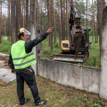 Ilgai planuotos plėtros pradžia: Petrašiūnų kapinėse jau zuja darbininkai