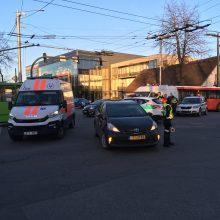 Avarija Savanorių prospekte: susidūrė taksi ir ligonį vežęs greitosios ekipažas