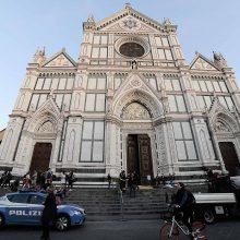 Florencijos bažnyčioje nuo lubų nukritęs akmuo užmušė turistą