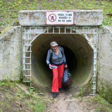 Kelias į mokyklą – kanalizacijos vamzdžiu
