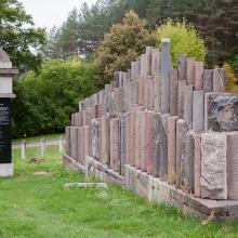 Sovietmečiu statyboms naudoti žydų antkapiai grįžta į kapines