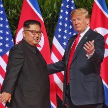 D. Trumpas ir Kim Jong Unas pasirašė svarbų dokumentą: paaiškėjo jo detalės