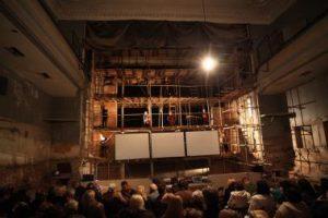 Gyvasis vyšnių sodas - išgriautoje teatro scenoje