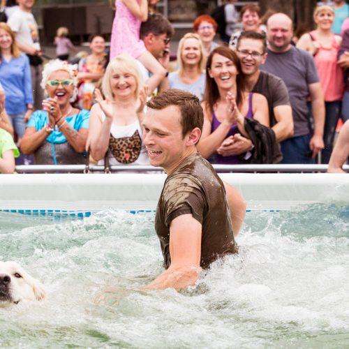 Šunų šuolių į vandenį turnyras  © T. Stuko nuotr.