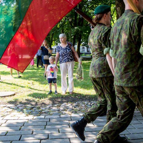 Istorinės Prezidentūros kiemelyje prisiekė leitenantai