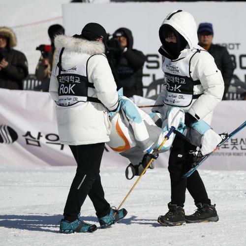 Robotų slidinėjimo lenktynės  © Scanpix nuotr.