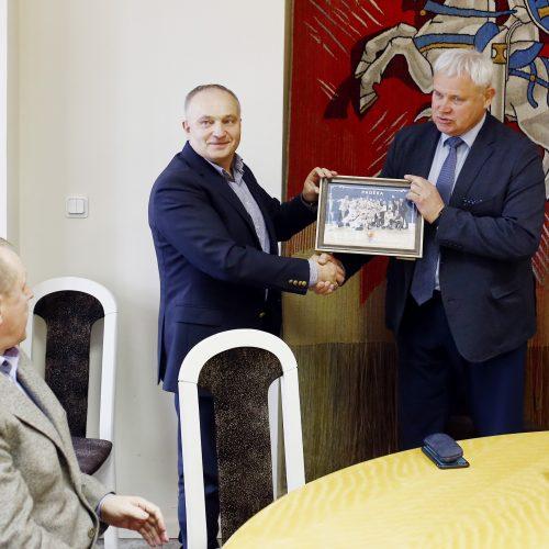 """Miesto vadovai pasveikino """"Neptūnas-Akvaservis"""" komandą  © Vytauto Petriko nuotr."""