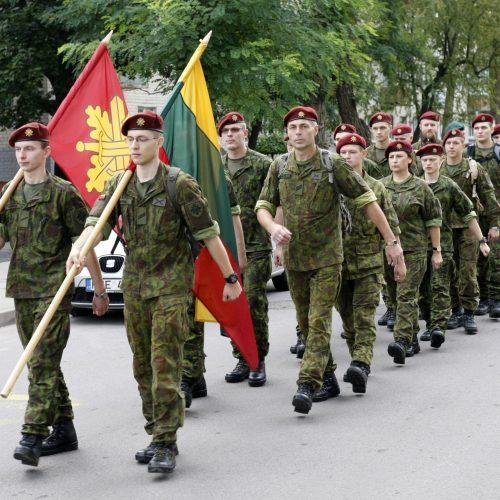 Nešdami kryžių kariai nužygiuos iš Klaipėdos į Kryžių kalną  © Vytauto Liaudanskio nuotr.