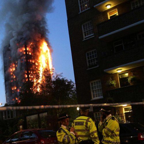 Daugiabučio gaisras Londone
