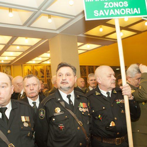 Sausio 13-osios savanorių rikiuotė Seime  © BFL nuotr.
