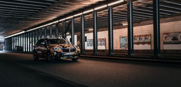 """Naujasis """"BMW X"""" visureigis pasiruošęs kelionei po miesto džiungles"""