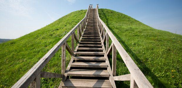 Bus tvarkomas Ukmergės piliakalnis