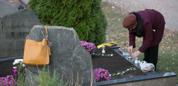 Prasidėjo kapų tvarkymo metas: kokių klaidų reikėtų vengti