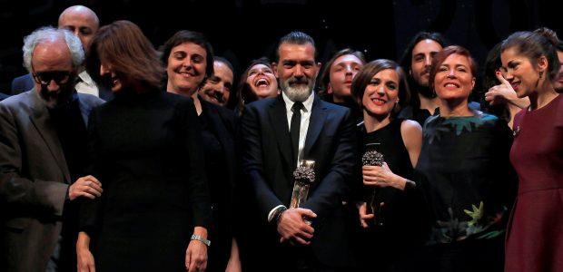 Ispanų kino žvaigždė A. Banderas sako, kad atsigavo po širdies smūgio