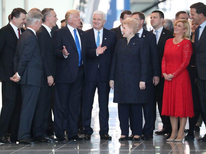 D. Trumpo akibrokštas: nustūmė Juodkalnijos lyderį ir atsistojo prie D. Grybauskaitės