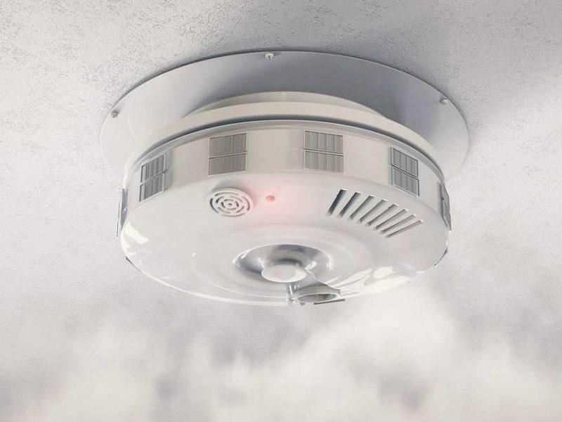 Draudikai: dūmų detektorius padarius privalomus, žmonių turtas nukenčia mažiau