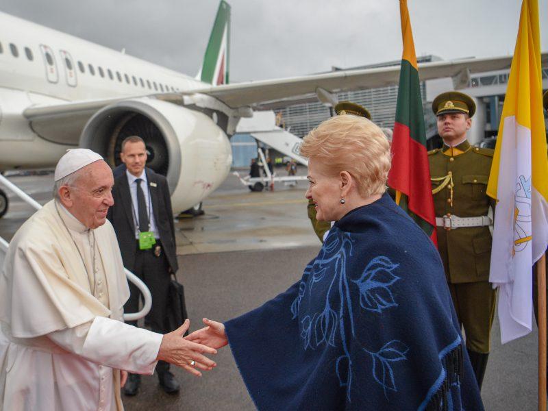 Popiežiaus lėktuvas nusileido Vilniuje
