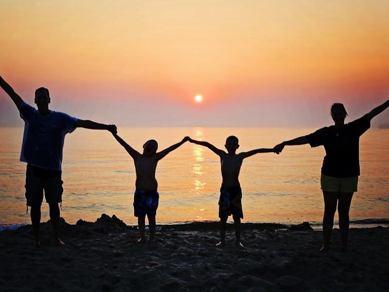 Šeimos atostogos: kaip neviršyti biudžeto?
