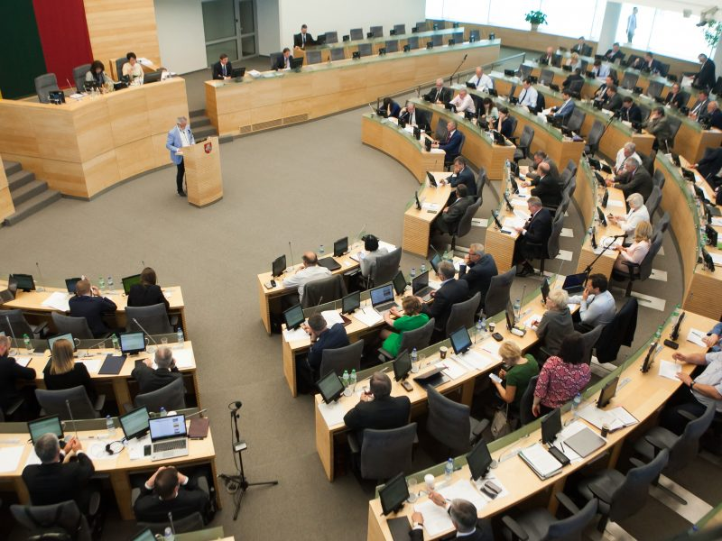 Seimas – už nemokamą prieigą prie valstybės registrų