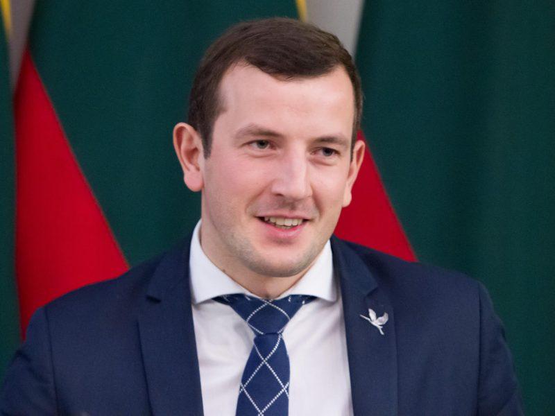 """Seimas kratosi svarstymų dėl """"Sodros"""" įmokų """"lubų"""""""
