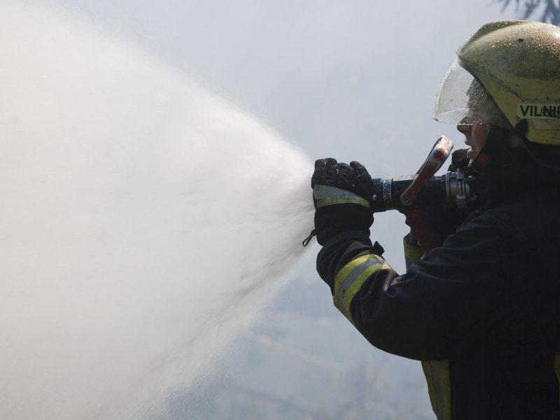 Per gaisrą vagonėlyje nukentėjo jaunas vyras