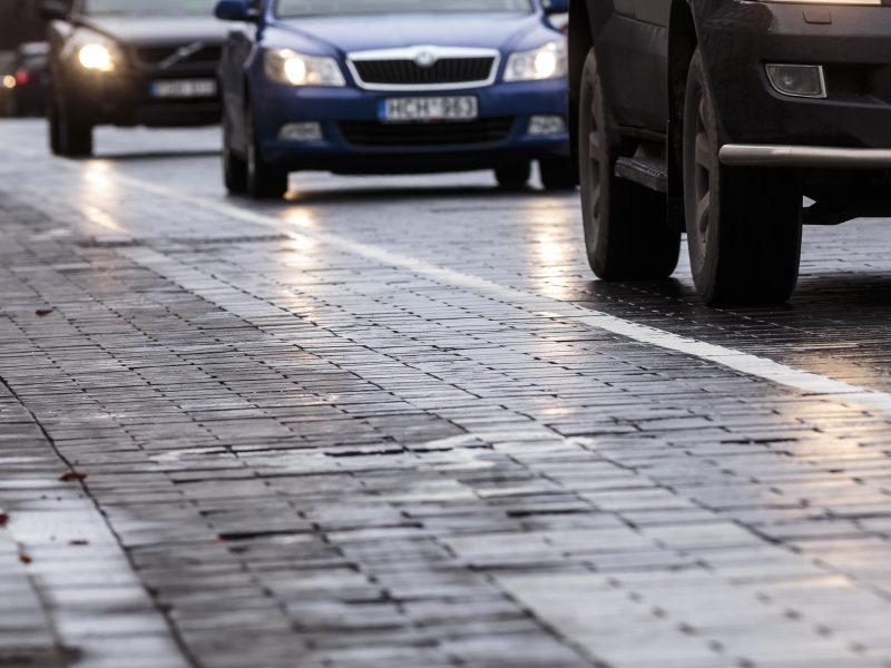 Kėdainių, Tauragės ir Skuodo rajonų keliuose susiformavo plikledis