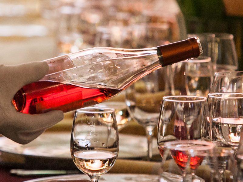 Lietuvoje alkoholis darbuojasi dvigubai: kada ir kodėl kritom į duobę?