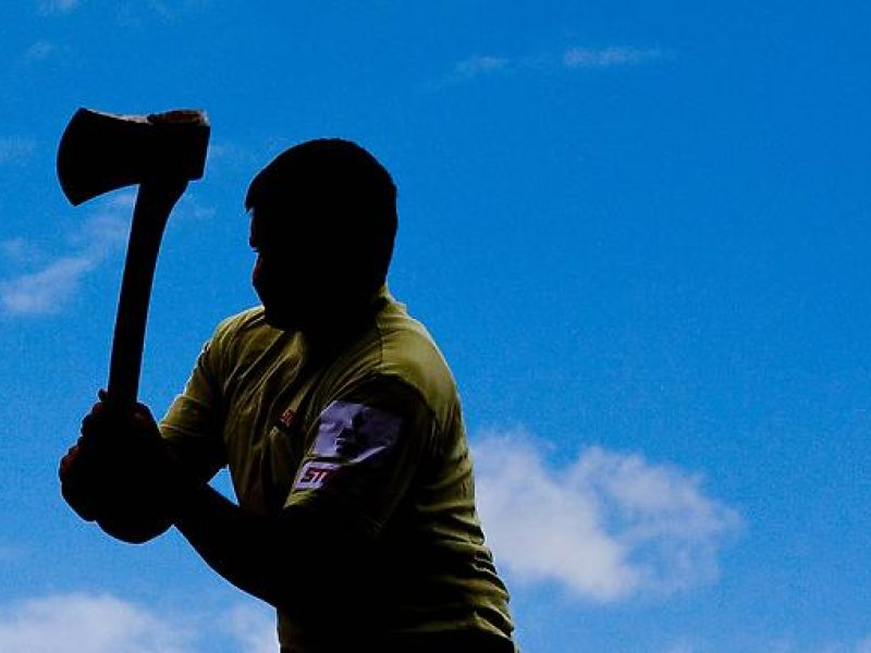 Rokiškyje neblaivūs jaunuoliai klubo lankytojams grasino kirviu ir ginklu